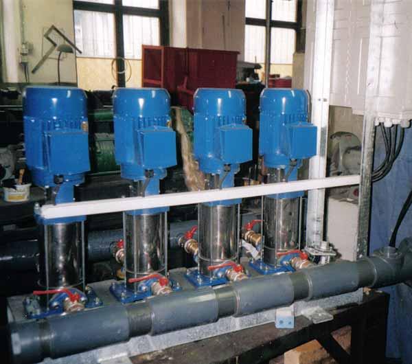 4 In-Line Pumpen und 3 Stück 500l Membrandruckbehältern