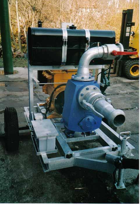 KSB Etaline Pumpe mit Hatz Dieselmotor auf Anhänger montiert